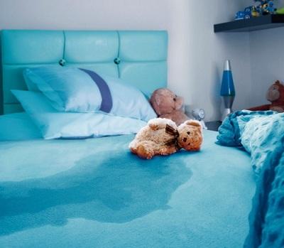 چه عواملی احتمال شب ادراری در کودکان را افزایش میدهند؟